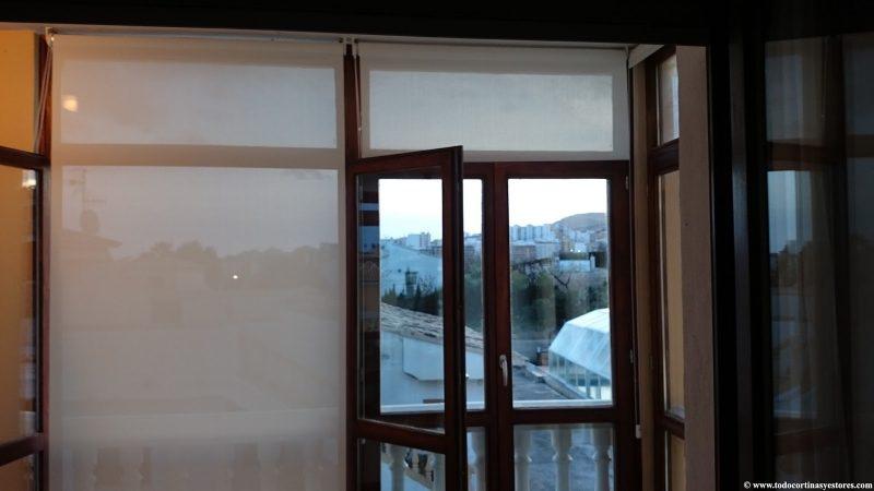 Estores Enrollables Screen 5.2 terraza ventanas de madera