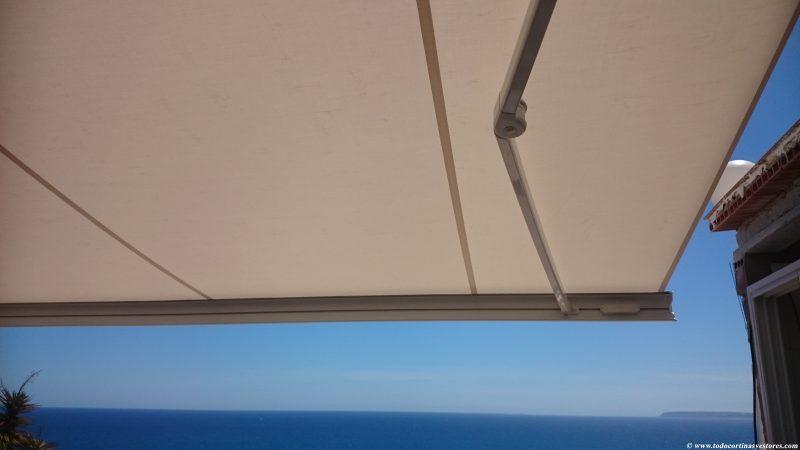 Toldo Cofre Brazos Extensibles con detector viento sol